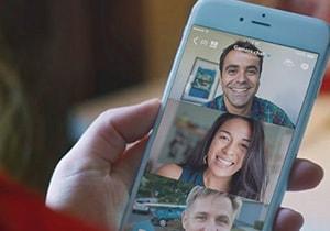 Videollamada grupal en un teléfono móvil.